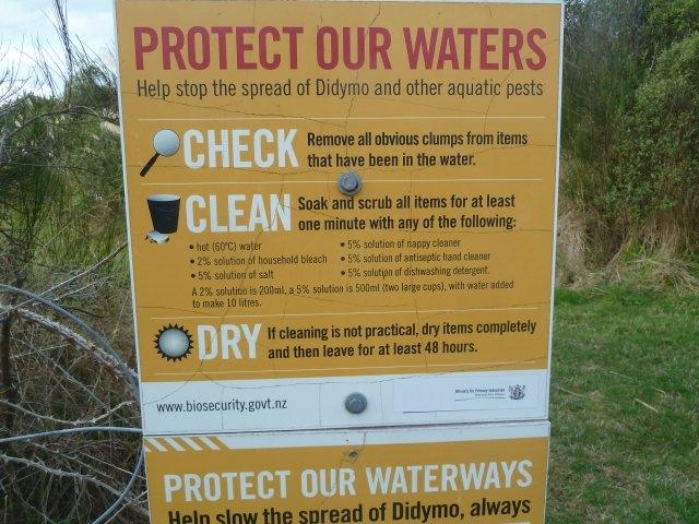 Didymo signage on the Tongriro River