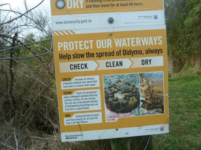Didymo signage on the Tongriro River